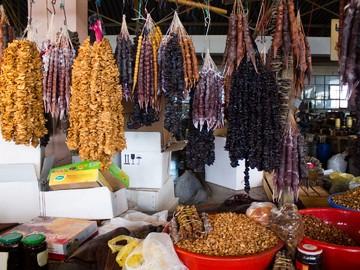 churchhela_i_suhofrukty_at_market_Parehi_in_Batumi
